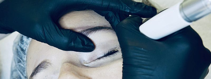 touch-up-eyeliner-header